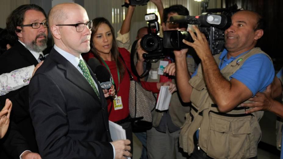 Senador Demóstenes Torres (sem partido-GO), chega ao Senado para acompanhar a votação que trata da perda de seu mandato como senador