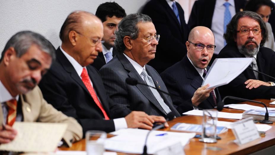 O senador Demóstenes Torres apresenta sua defesa ao Conselho de Ética e Decoro Parlamentar do Senado