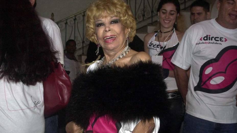 Dercy participando da feijoada de lançamento do site Dirce, no Hotel Copacabana Palace