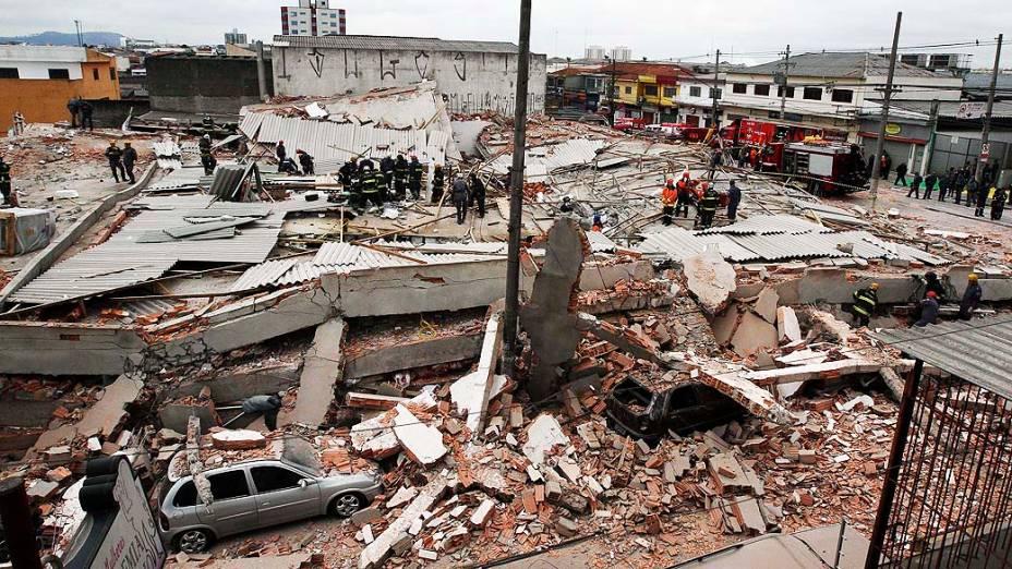 Um prédio em construção desabou na manhã desta terça-feira (27) em São Mateus, na zona leste de São Paulo