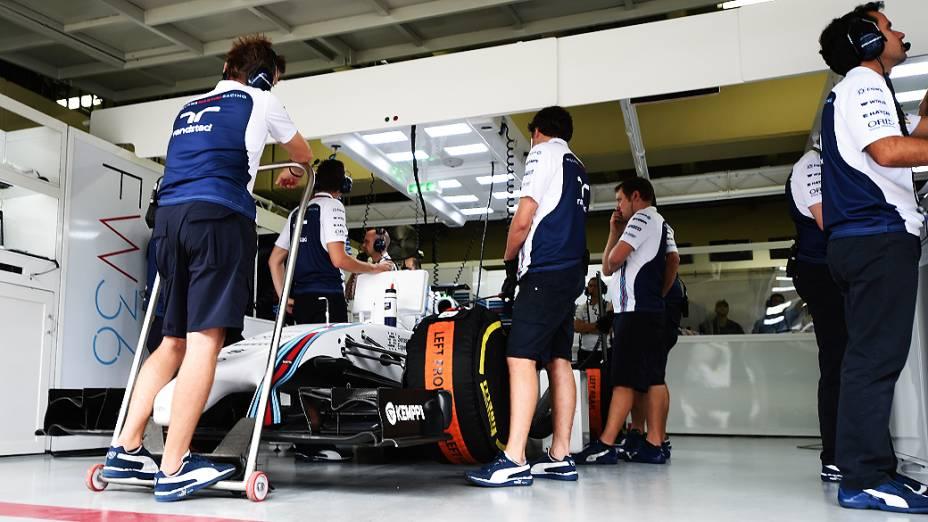 Movimentação nos boxes da Williams