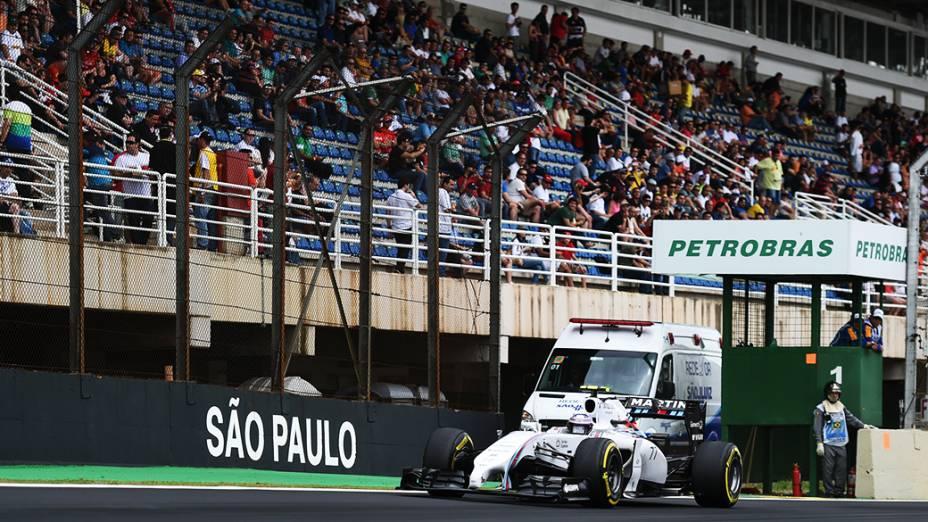 Espaços vazios nas arquibancadas durante o treino de classificação do Grande Prêmio do Brasil