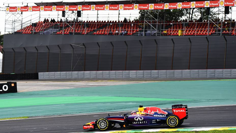 Arquibancadas vazias durante o treino de classificação do Grande Prêmio do Brasil
