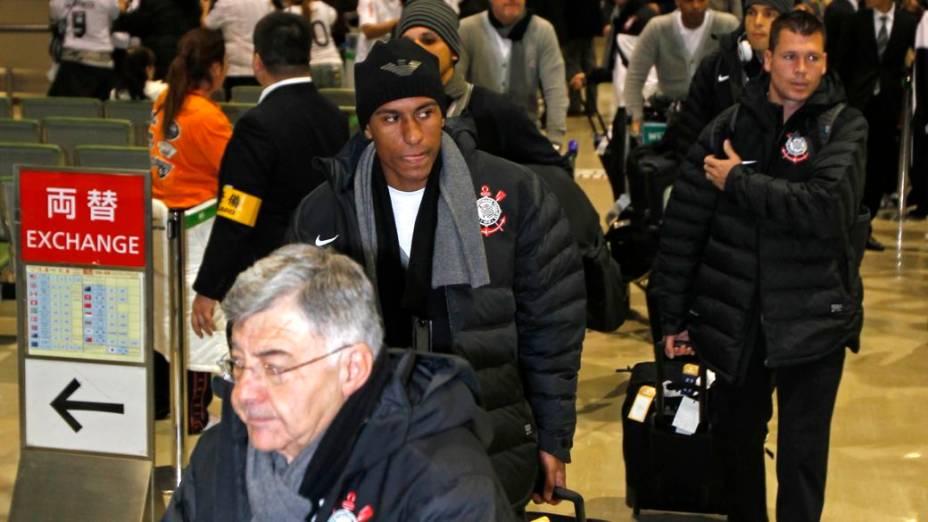 O desembarque da delegação do Corinthians no Aeroporto de Narita, no Japão