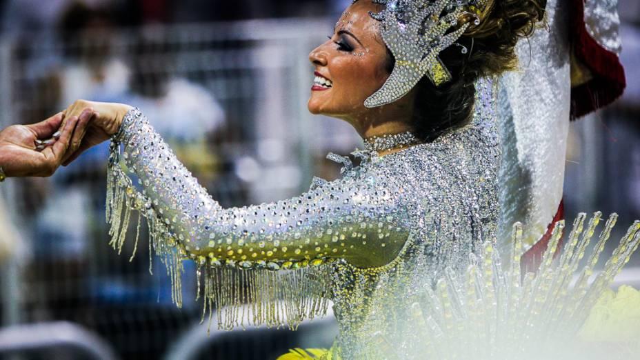 Ana Beatriz Godoi, musa da Império da Casa Verde no segundo dia de desfiles das escolas de samba do Grupo Especial no Carnaval de São Paulo
