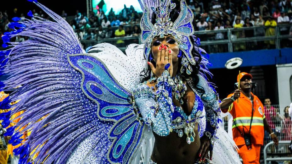 Valeska Reis, rainha da bateria da Império da Casa Verde no segundo dia de desfiles das escolas de samba do Grupo Especial no Carnaval de São Paulo