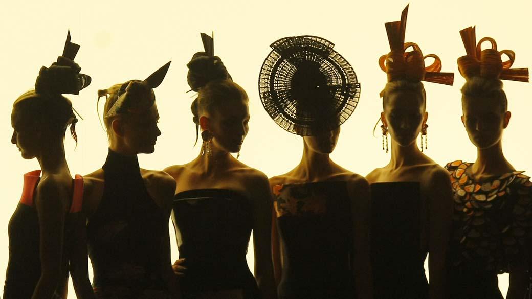 Modelli durante la sfilata di Giorgio Armani durante la settimana calda dell'alta moda a Parigi, Francia