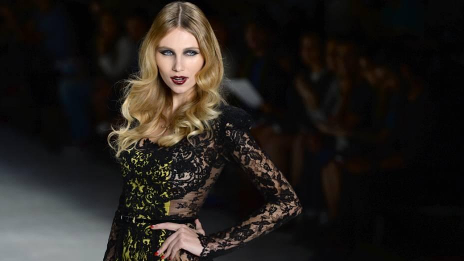Samuel Cirnansck apresenta colação durante o quinto e último dia da São Paulo Fashion Week