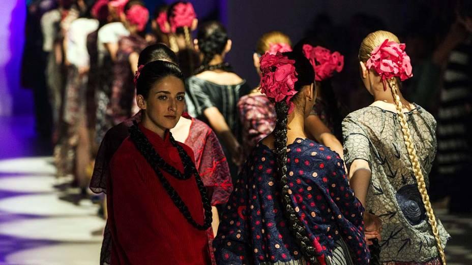 Modelos durante desfile de Ronaldo Fraga durante o São Paulo Fashion Week Inverno 2013, no Parque Villa Lobos