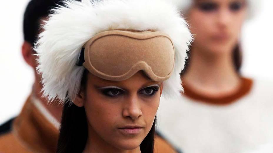 Modelos durante desfile da Osklen durante o São Paulo Fashion Week Inverno 2013, no Parque Villa Lobos