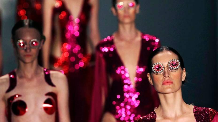 Modelos durante desfile de FH por Fause Haten durante o São Paulo Fashion Week Inverno 2013, no Parque Villa Lobos