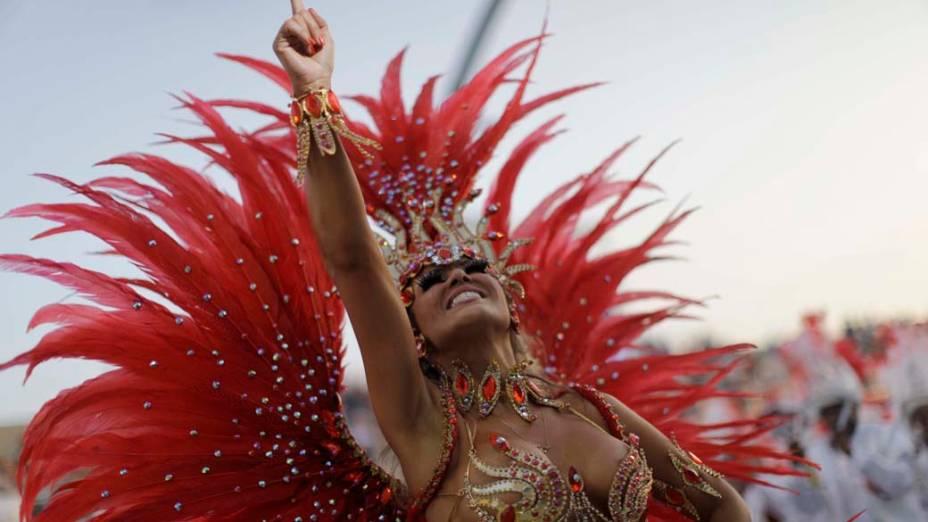 Rainha de bateria durante desfile da Tom Maior em São Paulo