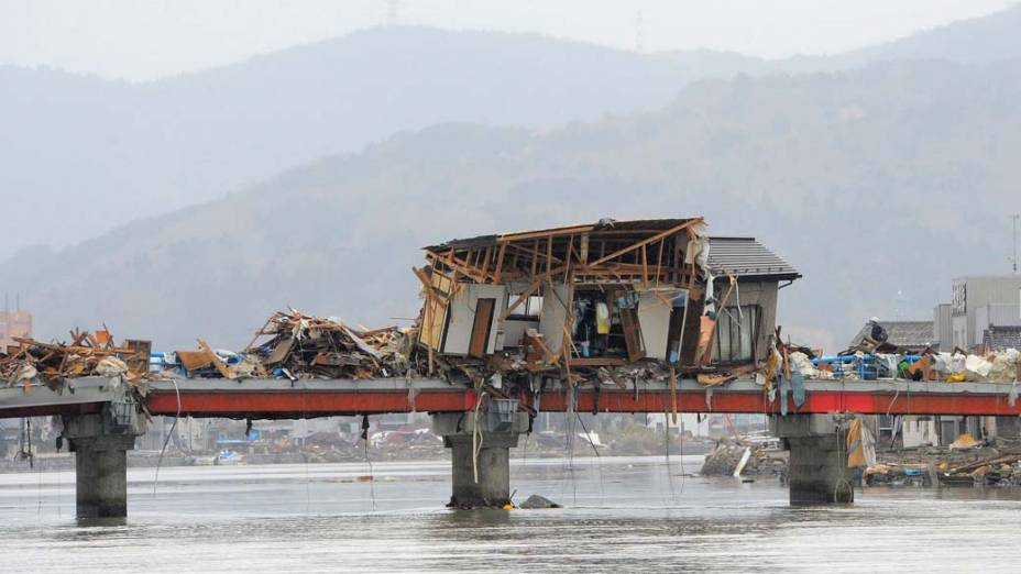 Destruição da cidade de Miyagi, Japão. O terremoto de 9,0 graus na escala Richter deslocou o país quatro metros para o leste, de acordo com a Geonet, a maior empresa de geolocalização do mundo