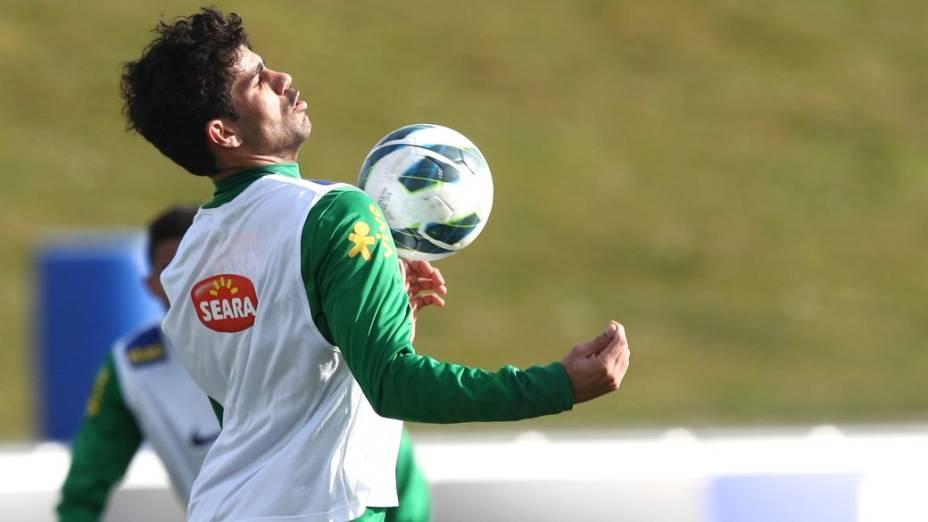Diego Costa em treino da seleção brasileira antes do amistoso com a Itália