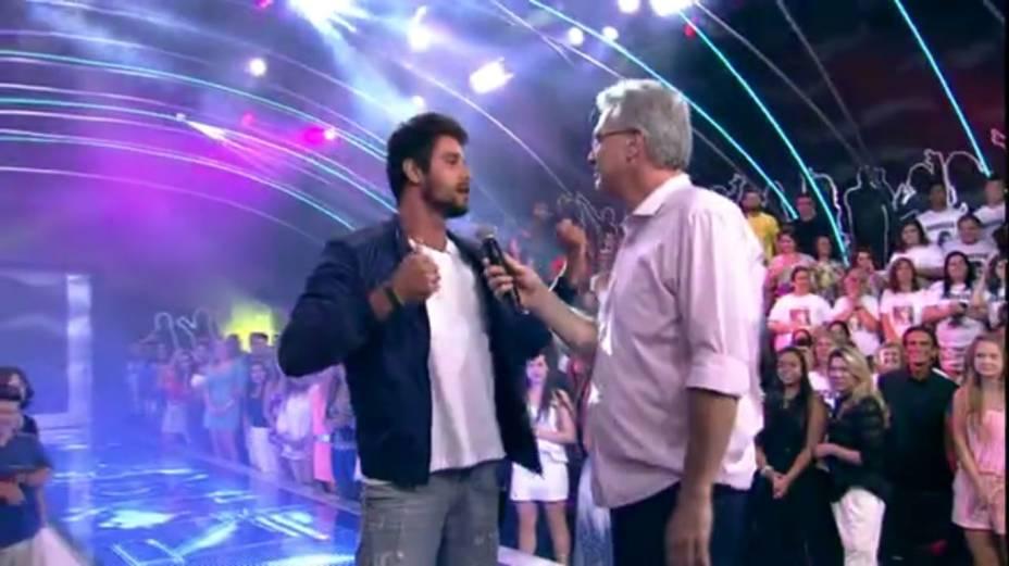 Diego conversa com Pedro Bial após sua eliminação do BBB14
