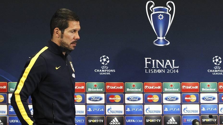 O treinador Diego Simeone durante coletiva da final da Liga dos Campeões, nesta segunda-feira (19)