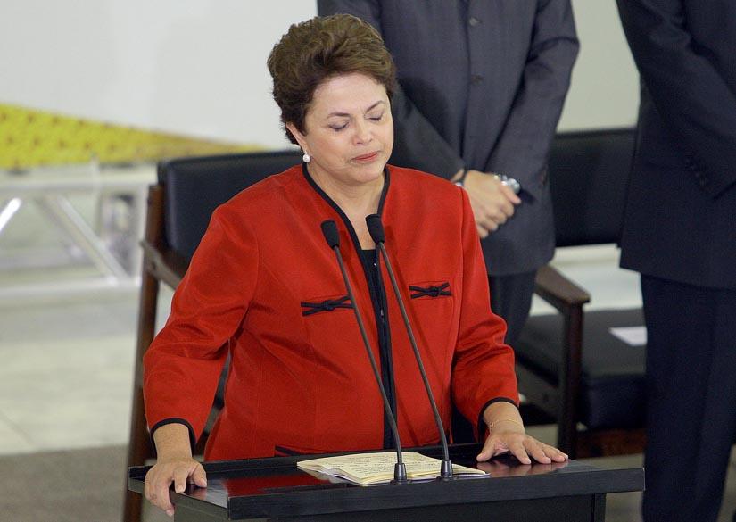 A presidente Dilma Rousseff se emocionou em pronunciamento no Palácio do Planalto ao citar a tragédia na Escola Municipal Tasso da Silveira, no Rio de Janeiro