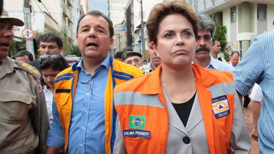 Presidente Dilma Rousseff e o governador Sérgio Cabral visitam os estragos causado pela chuva em Nova Friburgo, Rio de Janeiro - 13/11/2011