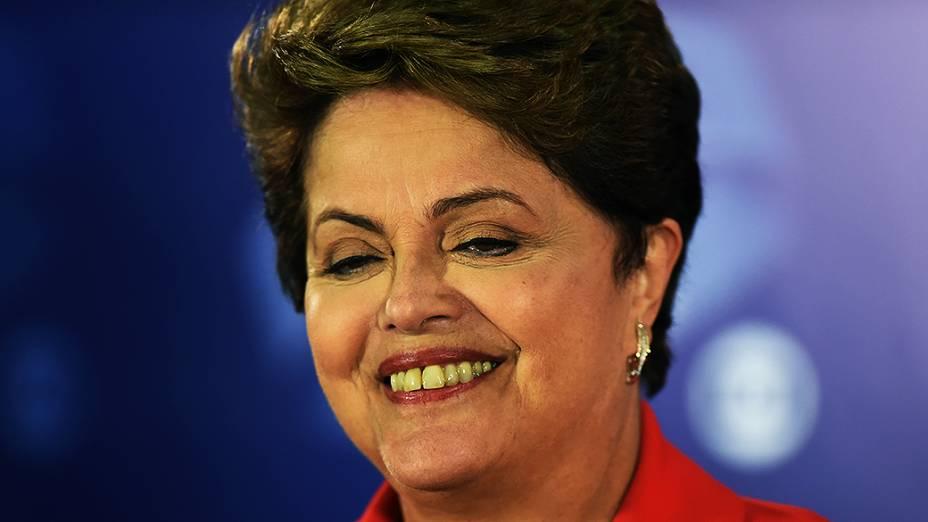 A presidente e candidata à reeleição Dilma Rousseff (PT), durante a coletiva de imprensa, após o debate do segundo turno promovido pela Rede Globo no Projac, no Rio de Janeiro