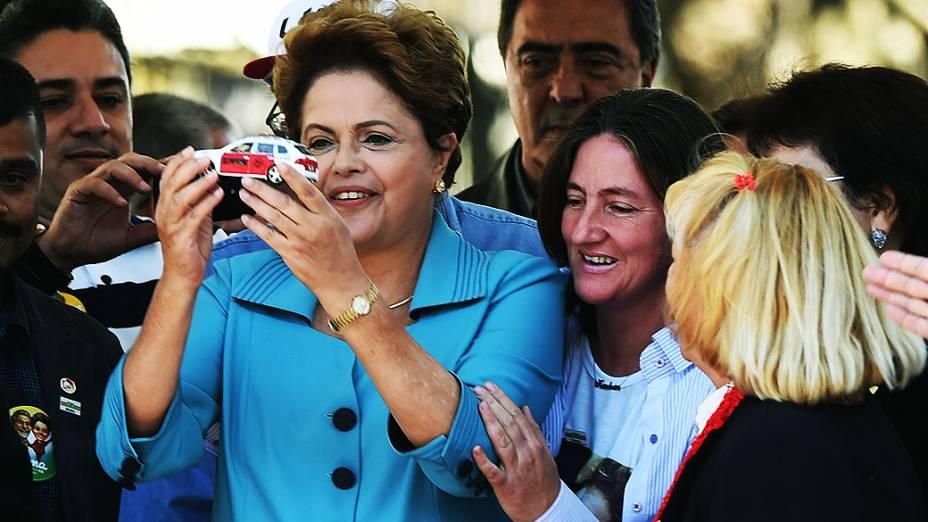 A presidente da República e candidata à reeleição, Dilma Rousseff (PT), participa de encontro com taxistas , em São Paulo - 06/09/2014