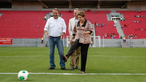 A presidente Dilma Rousseff na Arena Pernambuco