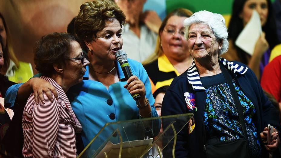 Mulheres paulistanas realizam ato de apoio à reeleição da presidente da República, Dilma Rousseff (PT), no centro de São Paulo - 06/09/2014