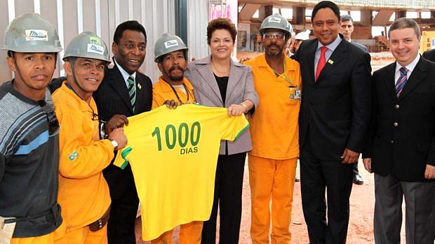 Dilma Rousseff ignorou a greve dos operários ao visitar o Mineirão