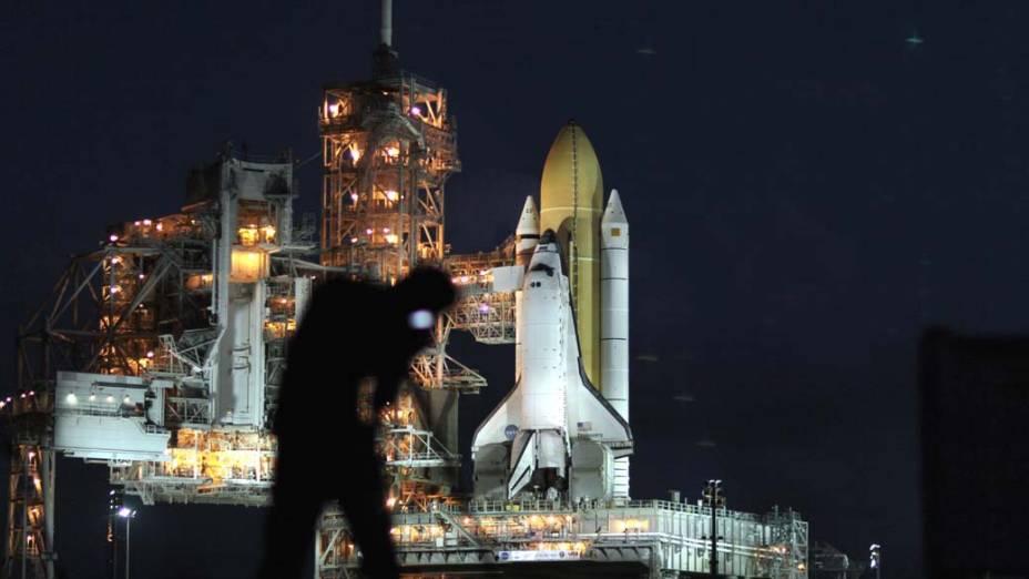 No Centro Espacial Kennedy na Flórida, Estados Unidos, a nave espacial Discovery, que será lançada no dia 1° de novembro