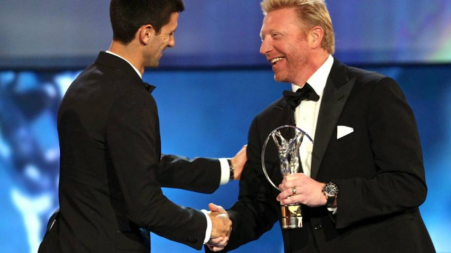 Novak Djokovic recebe prêmio Laureus das mãos de Boris Becker, no ano passado; na temporada 2014, o alemão será o treinador do tenista sérvio