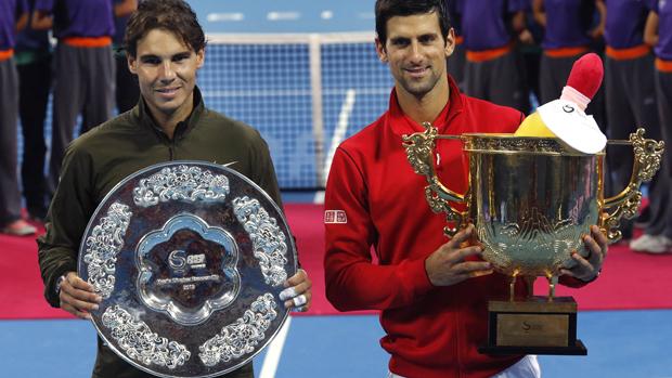 Nadal e Djokovic após a final do ATP 500 de Pequim, na China