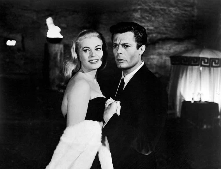 Marcello Mastroianni e Anita Ekberg em cena do filme <em>A Doce Vida</em>, de Federico Fellini