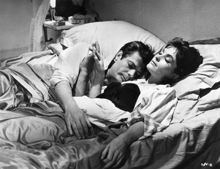 Marcello Mastroianni e Yvonne Furneaux, em cena do filme <em>A Doce Vida</em>, de Federico Fellini