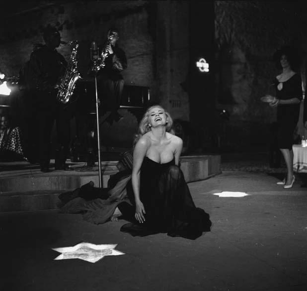 A atriz Anita Ekberg, em cena do filme <em>A Doce Vida</em>, de Federico Fellini