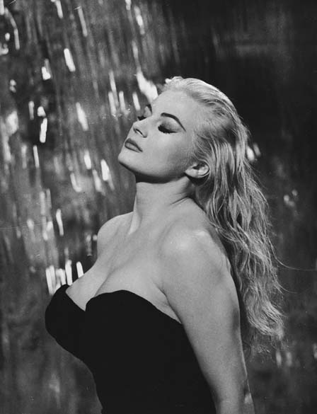 Anita Ekberg em cena do filme <em>A Doce Vida</em>, de Federico Fellini