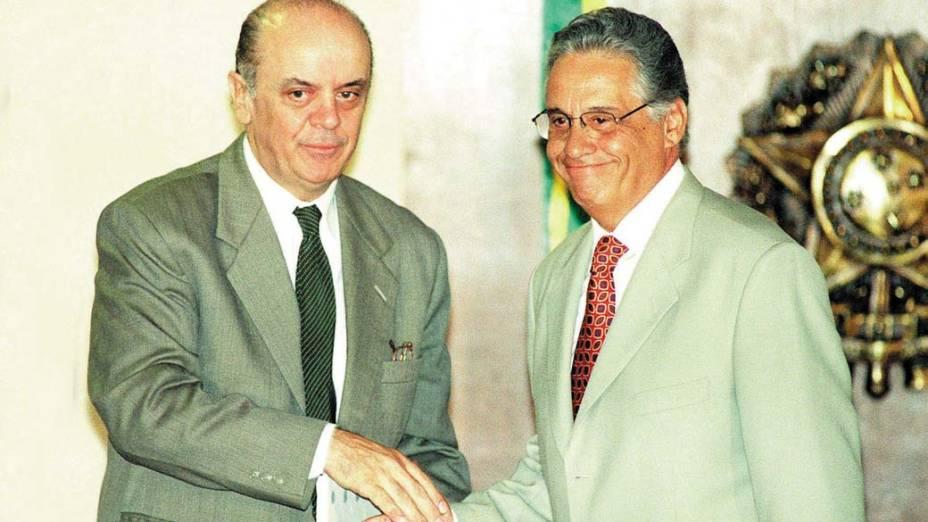 José Serra, então ministro da Saúde, cumprimentando o então presidente Fernando Henrique Cardoso, em 07/04/1999