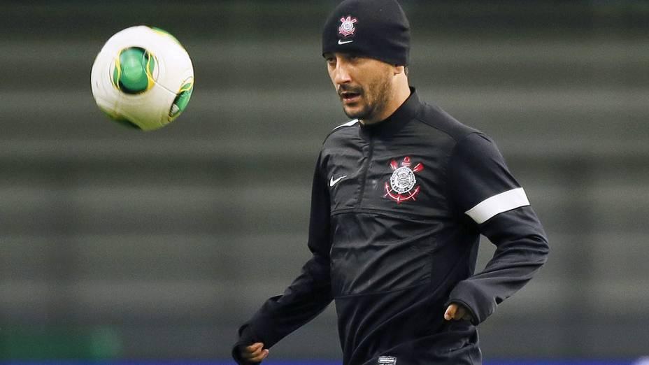 Douglas, do Corinthians, em um dos treinos da equipe no Japão, palco do Mundial de Clubes
