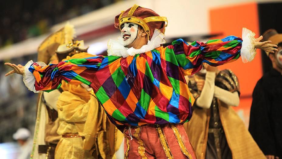 Desfile da Dragões da Real, quarta colocada do Carnaval Paulista 2013