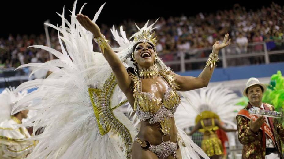 Simone Sampaio, rainha de bateria da escola Dragões da Real, em São Paulo
