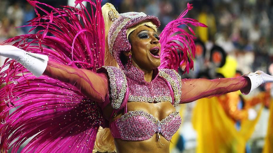 Simone Sampaio no desfile da Dragões da Real, em São Paulo