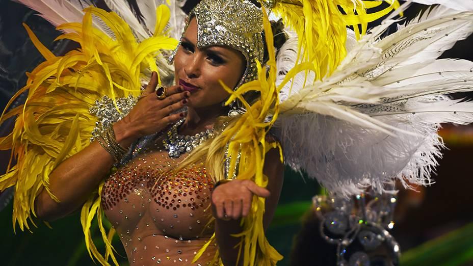Musa da Vila Maria durante desfile da escola no Grupo Especial paulistano