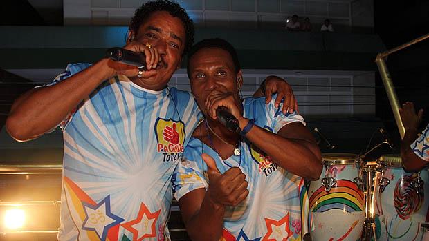 Cumpadre Washington e Beto Jamaica, vocalistas do É o Tchan, lideram o bloco Pagode Total