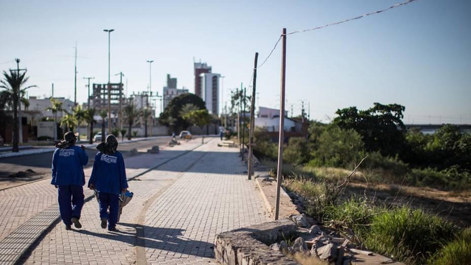 Trabalhadores da obra de restauração da orla de Petrolina