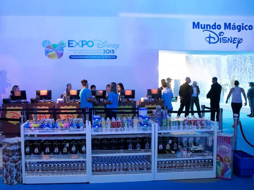 Produtos licensiados na Expo Disney 2015, em São Paulo