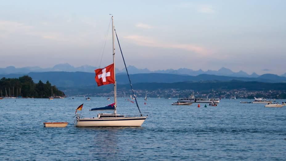 No lago Zurique vivem celebridades como Tina Turner e endinheirados europeus