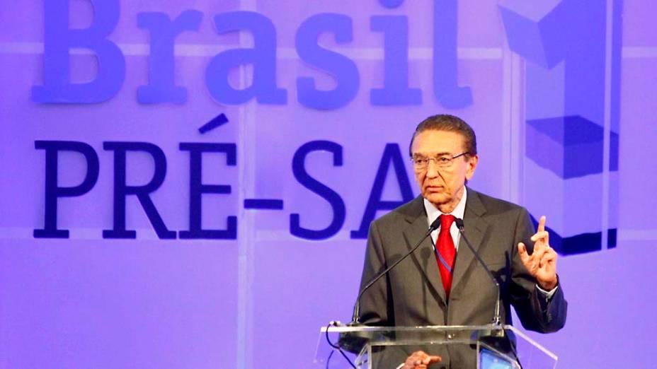 Ministro de Minas e Energia, Edison Lobão durante o leilão do Campo de Libra do pré sal, no Rio