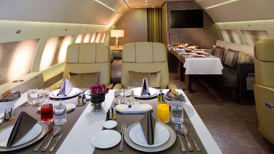 O lounge ainda é equipado com seis confortáveis poltronas individuais