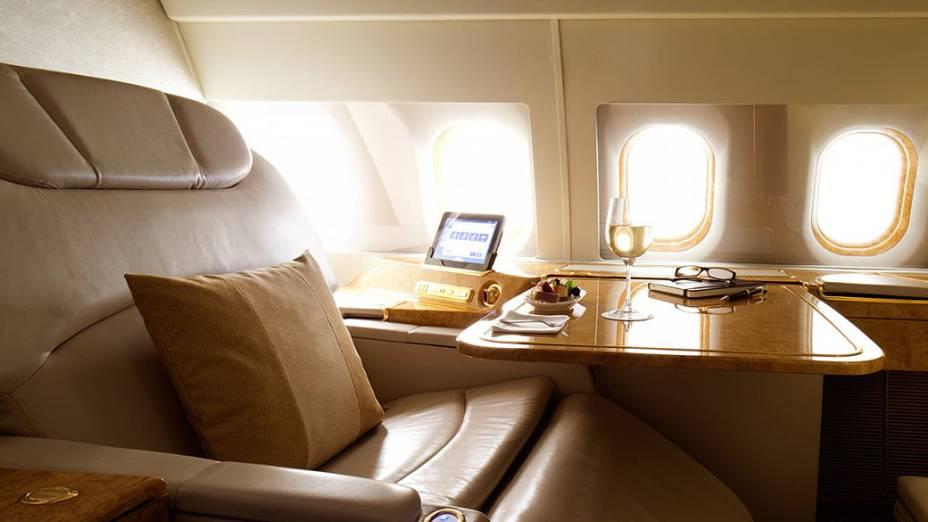 A segunda parte do avião é dividida em 10 confortáveis suítes