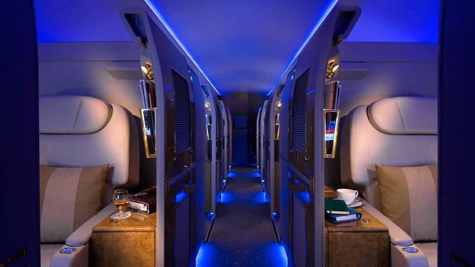"""A aeronave ainda conta com algumas """"salas de visitas"""" equipadas com um bar em cada uma"""