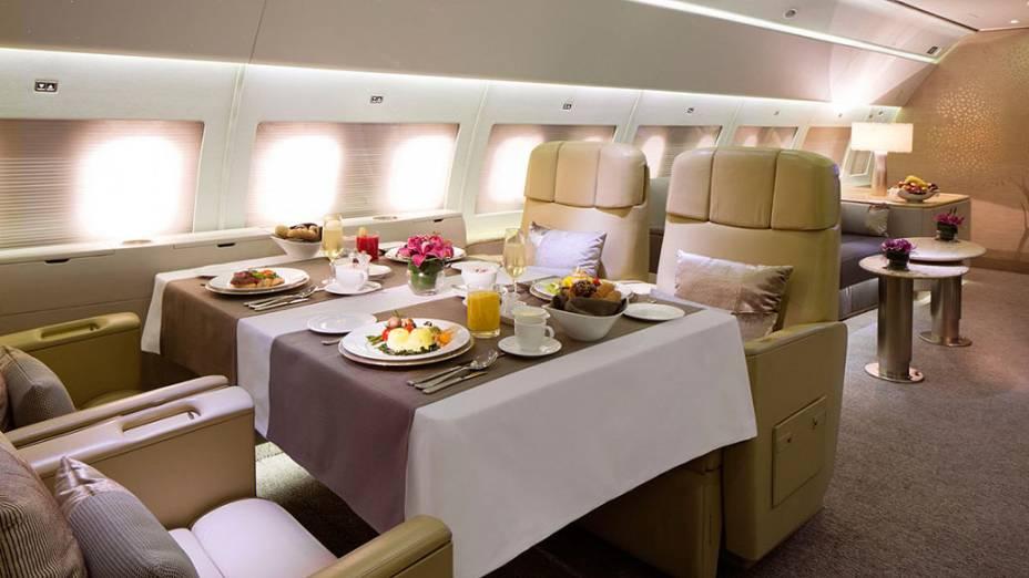 Há internet Wi-Fi em todas as partes da aeronave, ideal para os que pretendem fazer negócios durante o voo