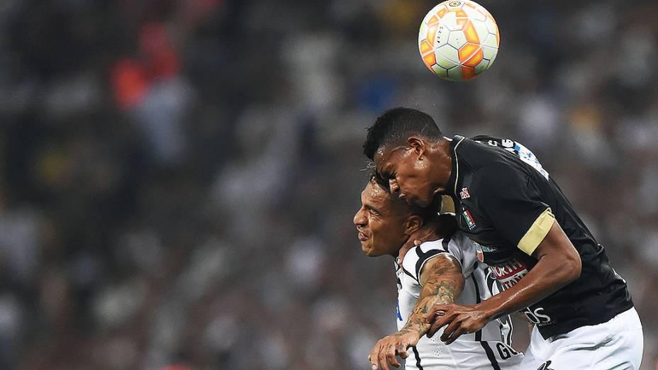 Paolo Guerrero, do Corinthians, em partida contra o Once Caldas, da Colômbia, válida pela fase preliminar da Copa Libertadores, na Arena Corinthians, em Itaquera, região leste de São Paulo, nesta quarta-feira (04)